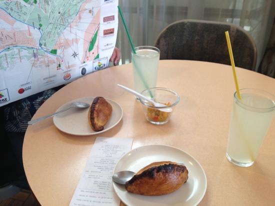 Pacena La Saltena: paceña salteña con limonada, gran combinacion.