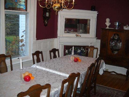 Les Trois Erables: The dining room/breakfast area!