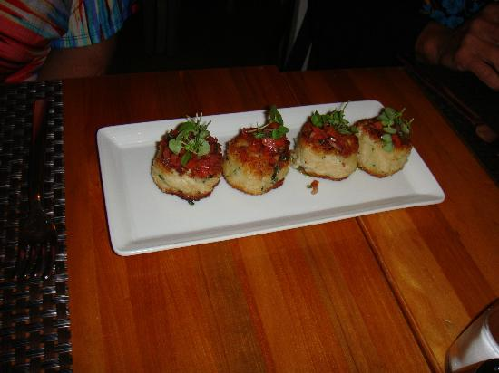 Wolfgang Puck Bar & Grill: Crab cakes