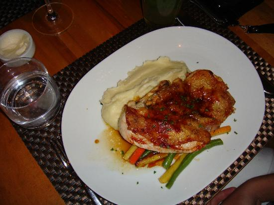 Wolfgang Puck Bar & Grill: Great chicken