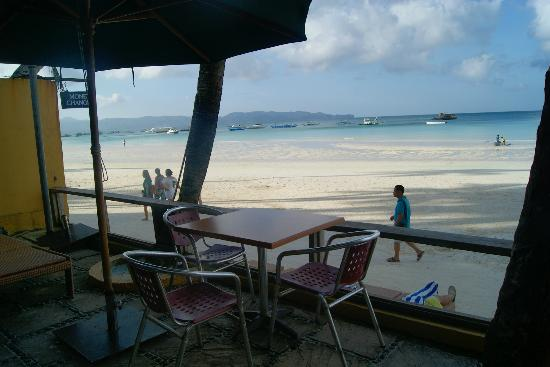 True Home Hotel, Boracay: Hotel's small porch. Wow Beach!