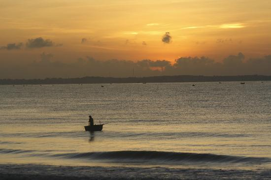 Coco Beach Resort: just before sunrise