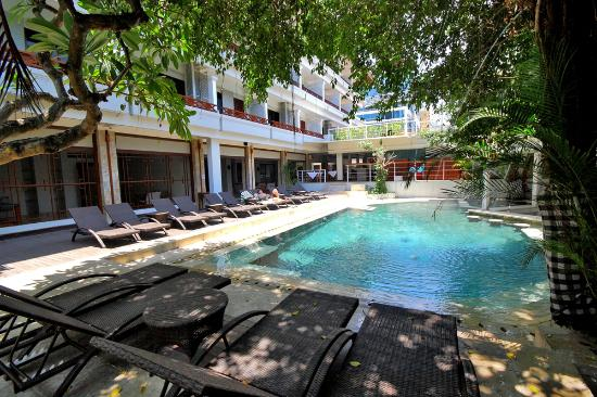 Maharani Beach Hotel: Swimming Pool