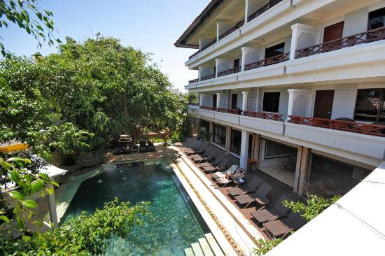Maharani Beach Hotel: Main Pool
