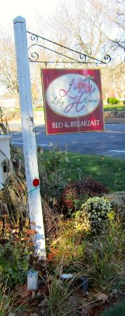 Lily House B&B : Lily House Sign