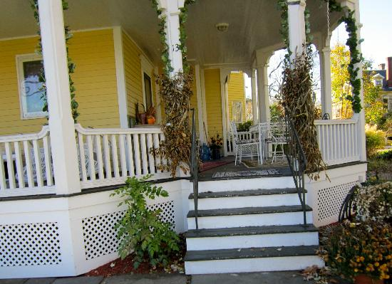 Suffield, CT : Lily House B & B