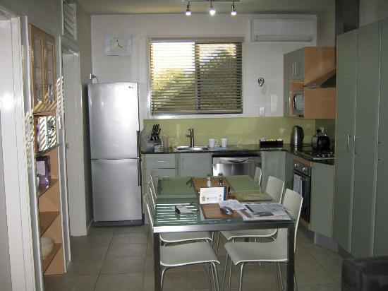 Brisbane Holiday Village: Full Kitchen
