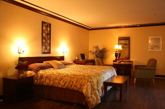 Motel Le Luxembourg : KING SUITE WITH DOUBLE WHIRLPOOL-- NO SMOKING