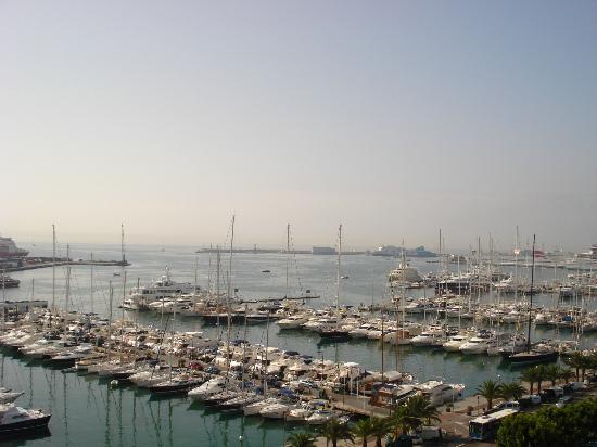 แกรนเมเลียวิคทอเรียโฮเต็ล: Over looking the bay from our room