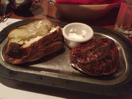 Cattlemen's Fort Worth Steak House: Basic but superb...baseball-cut sirloin with baked potato.