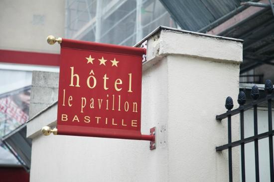 Hotel Pavillon Bastille: The flag
