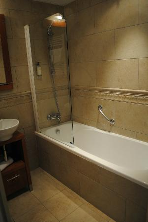 BEST WESTERN Le Cheval Blanc: bathroom