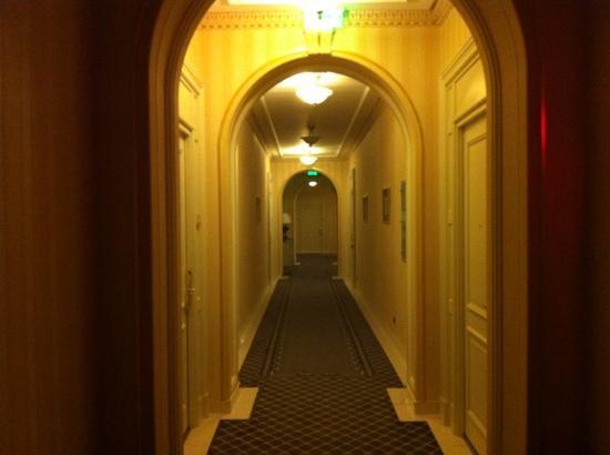Grand Hotel Continental: hallway