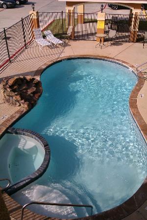 Super 8 Houston North I-45: Pool