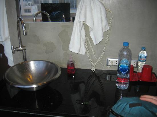 Lub d Bangkok Silom: Sink