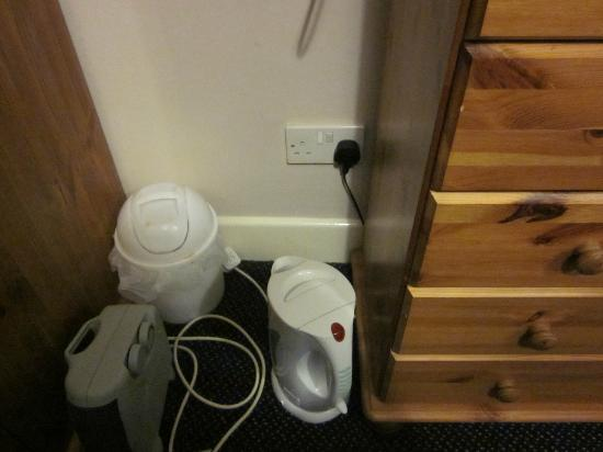 City Park Guest House: Socket for Kettle