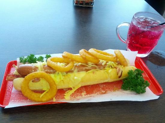 Pj's Cafe -Bar & Grill: Hound Dog