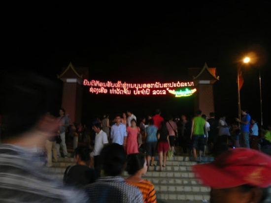 Mekong Riverside Park: メコン川公園の入り口 