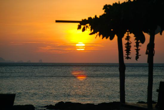 LaLaanta Hideaway Resort: sunset