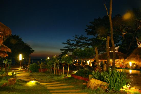LaLaanta Hideaway Resort: night time at la laanta