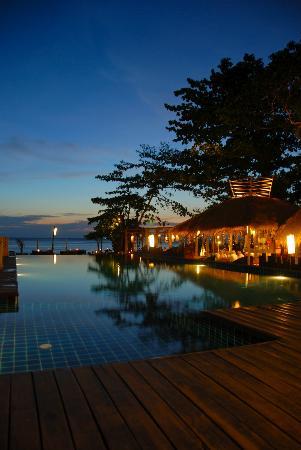 LaLaanta Hideaway Resort: dusk