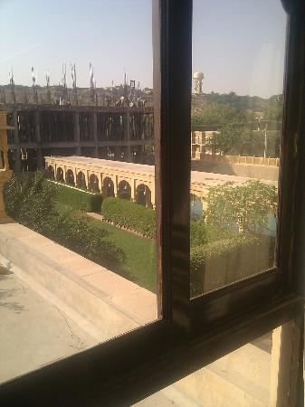 Mahadev Palace: noise from construction, view of garden / dirty pool