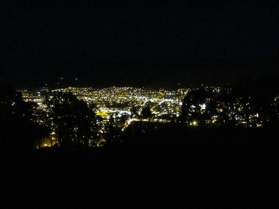 Samay Wasi Youth Hostels Cusco: Vew of city from deck at night