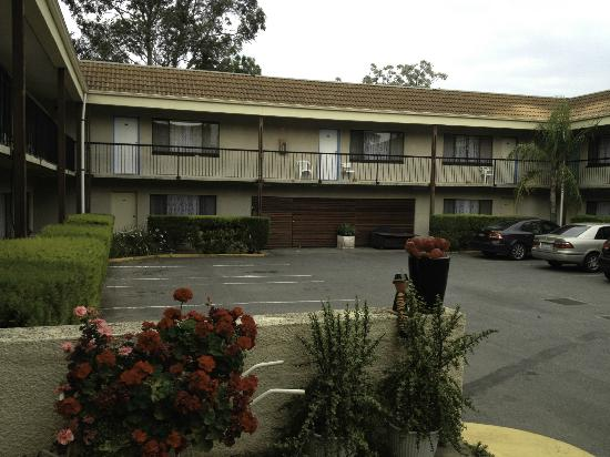 Adelaide Granada Motor Inn: двор