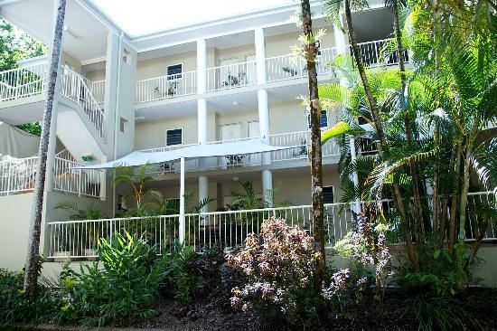 Port Douglas Apartments: Rear of building