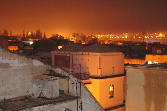 Riad Layali Fes : Vue de la terasse, de nuit