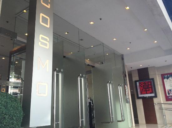 Cosmo Hotel Hong Kong: Entrance
