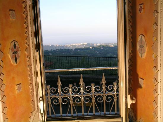 Il Mosaico B&B: Uno scorcio del Panorama sui Castelli Romani dal B&B Il Mosaico