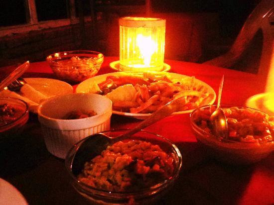 Upul's Guest House: 1階のレストランでいただいた夕食