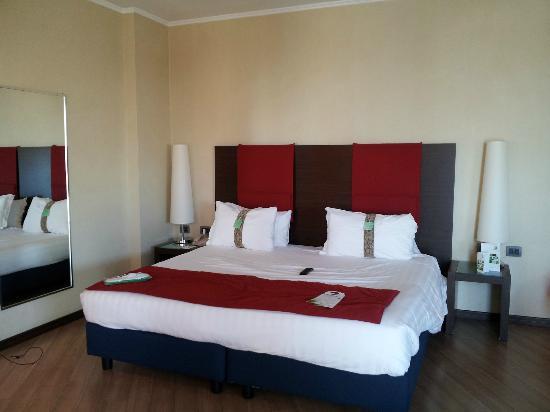 Holiday Inn Turin-Corso Francia : Modern Room and comfortable bed