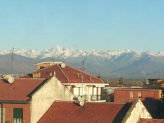 Holiday Inn Turin-Corso Francia : The Italian Alps in the distance