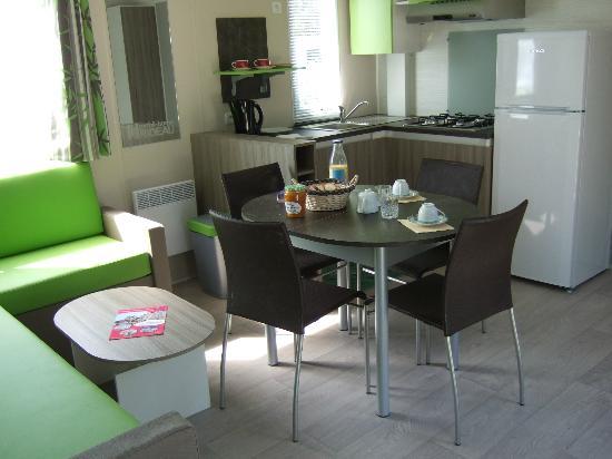 Motel 25 *** Mobil Home équipé cuisine