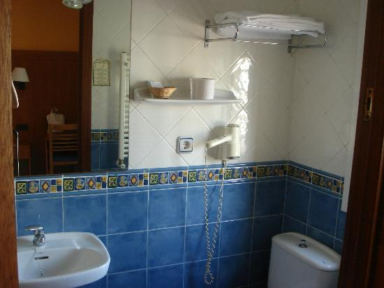 Hotel Canton: bathroom