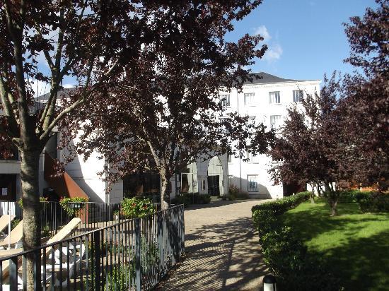 Pierre & Vacances Residence Le Moulin des Cordeliers: vu sur l'acceuil