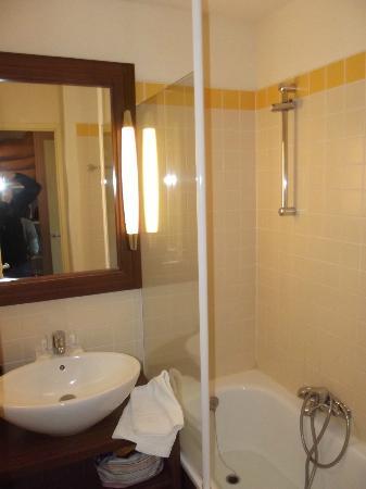 Pierre & Vacances Residence Le Moulin des Cordeliers: la salle de bain
