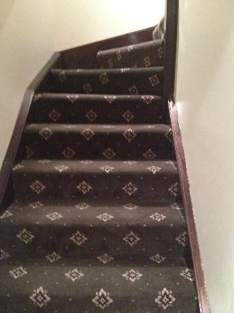 BEST WESTERN Goulburn: Stairs going to upstairs bedroom