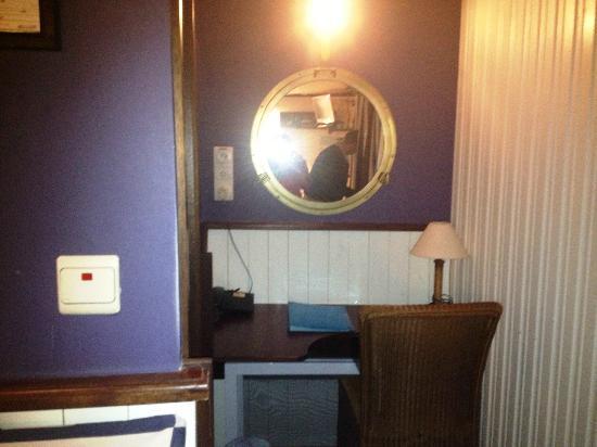 De Barge Hotel: Captain's Cabin