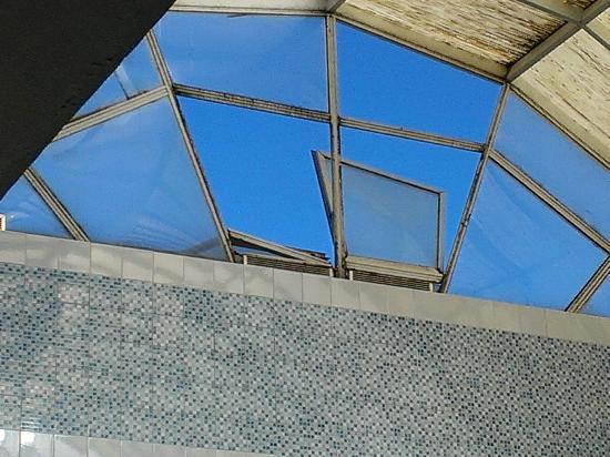 Zodiac: Hallenbad Fenster