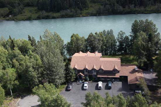 Alaska Fishing Lodge - Soldotna Bed and Breakfast Lodge : Aerial View of Lodge