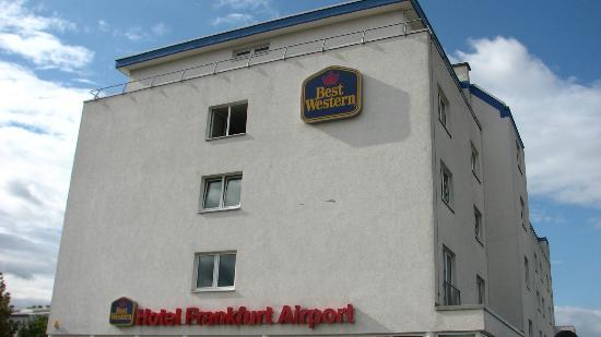 Best Western Hotel Frankfurt Airport: Hotel & Hotelgelände