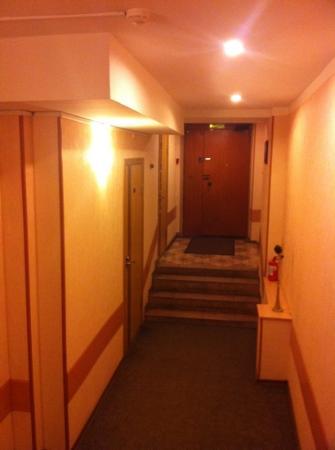 Nevskiy Central Hotel: entrance From incide