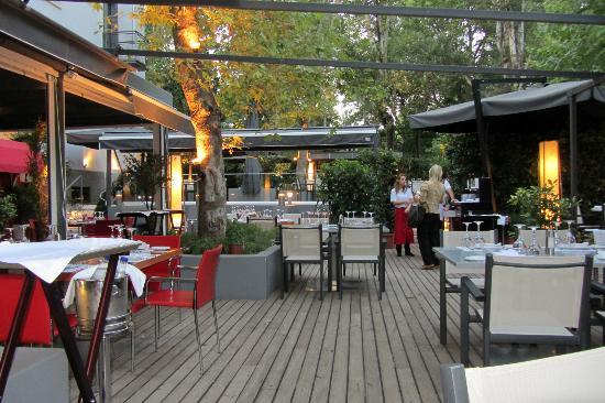 Garden seating, Restaurant 21, Kifisia, Athens