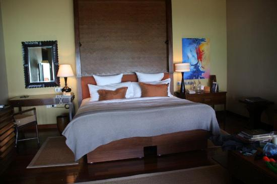 Taj Exotica Resort & Spa: King size bed :)