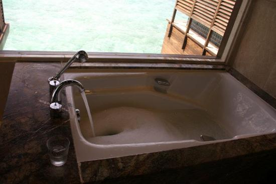 Taj Exotica Resort & Spa : soaker tub overlooking such a great view