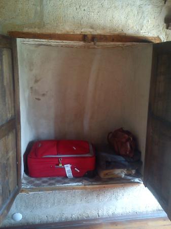 Sato Cave Hotel: My wardrobe
