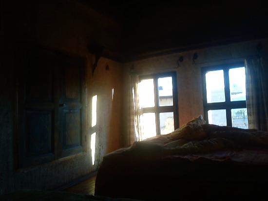 Şato Cave Hotel: Sunshine filtering through my windows